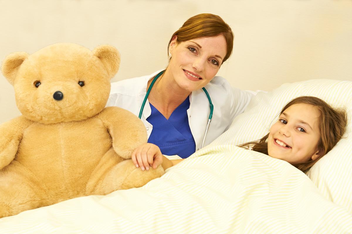 St. Bernward Krankenhaus Teddy Ärztin Mädchen