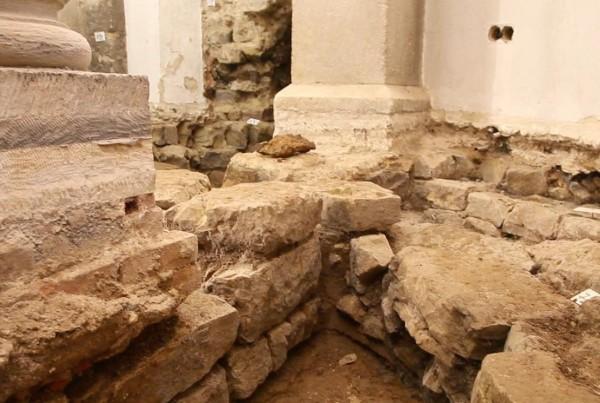 Grabungen-der-Krypta